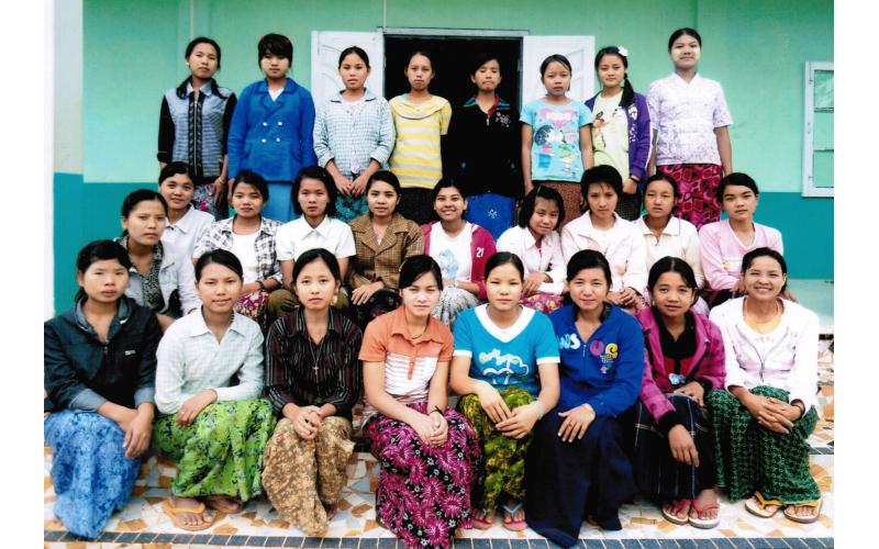 Unsere Mädchen in Anisakan 1. & 2. Jahrgang