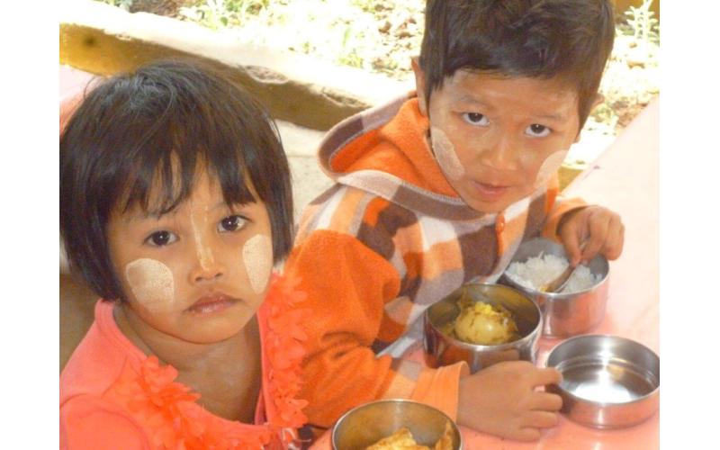 Myanmar Schulmahlzeit