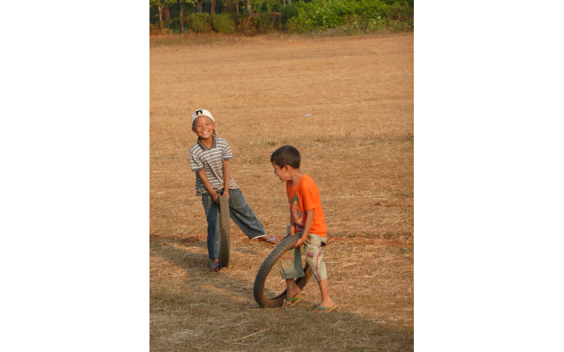 Spielende Kinder in Myanmar